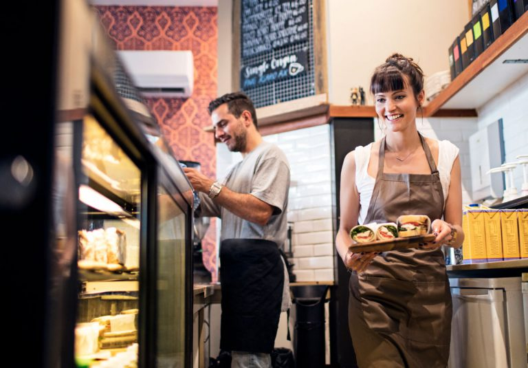 Café Mitarbeiter Maschinen Betreuung