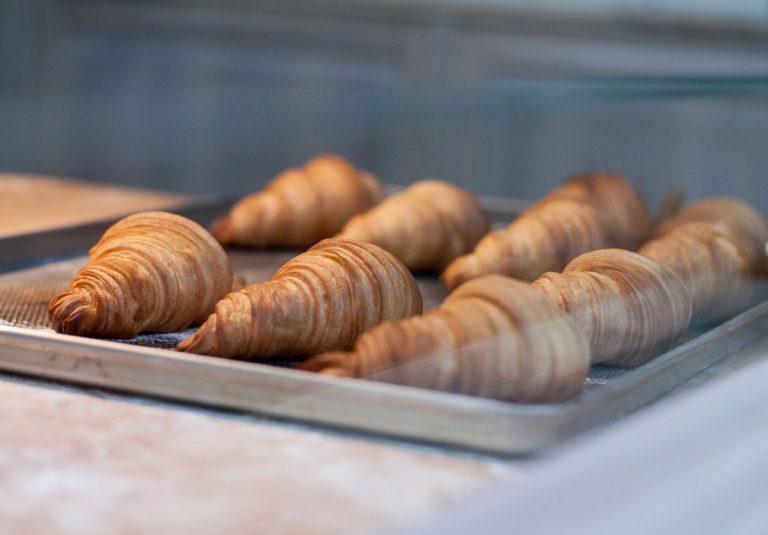 Bäckerei Croissants Auslage Bäcker Gebäck